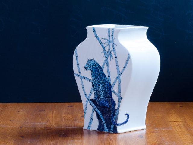 Annette Andernacht: Blauer Leopard, Vase